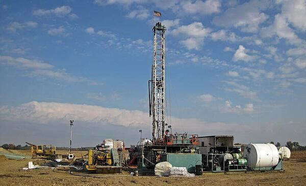 US added 38 percent more oil and gas rigs last year